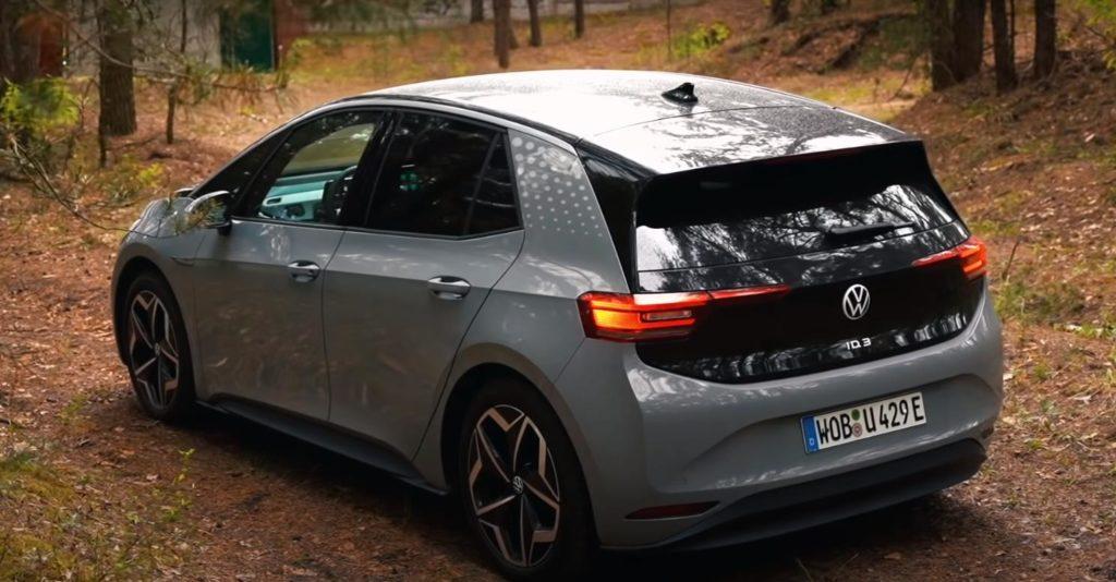Volkswagen ID.3 вид сзади